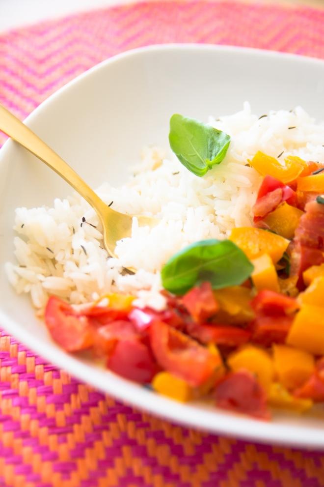 Simpel und lecker: Basmatireis mit Paprika-Tomatensauce
